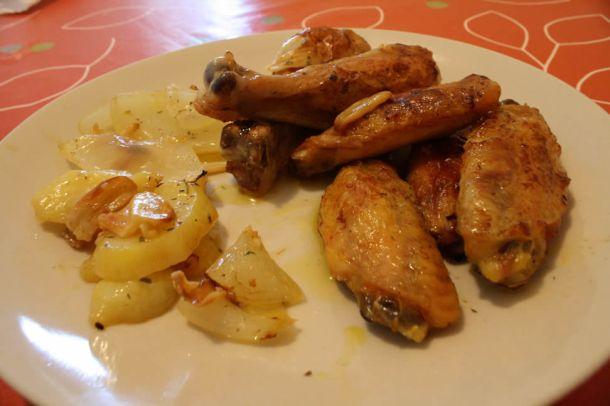 receta-de-muslitos-alitas-de-pollo-con-patatas-a-lo-pobre